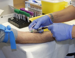 Anaheim CA phlebotomy tech drawing blood from patient